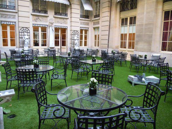 paris gazon synthetique 75 gazon synthetique pelouse artificielle toit terrasse gazon. Black Bedroom Furniture Sets. Home Design Ideas