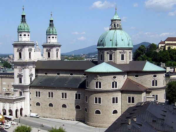799px-Salzburg_Cathedral_as_seen_from_Festungsgasse.jpg