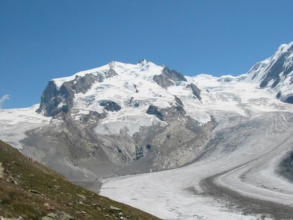 http://img.over-blog.com/600x450/0/08/49/95/alpinisme/1-Pointe-Dufour--travers-e-des-Monts-Roses-photo-Guillaume-Ledoux-Apoutsiak.jpg
