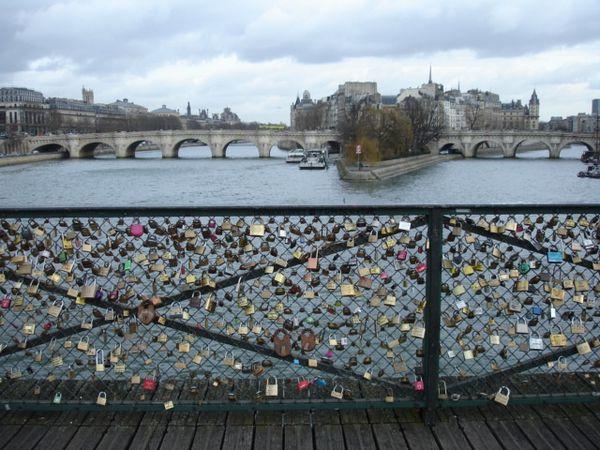 La saint valentin au pont des arts ndianeries - Pont des arts hong kong ...