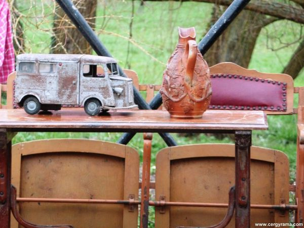 brocante-auvers-camionette.JPG