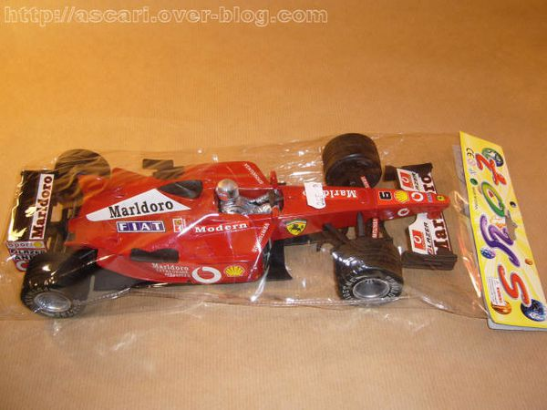 1-16 Ferrari F2002 plastique Toys Global Toys 3