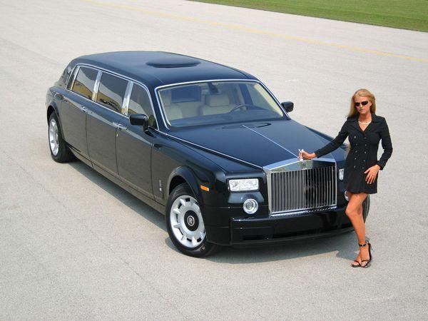 Rolls-Royce_Phantom_and_Car_Babe.jpg
