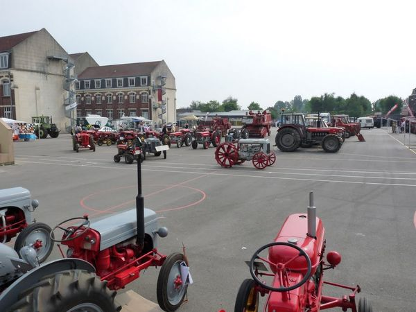 EXPO tracteurs en weppes beaucamps-ligny 113