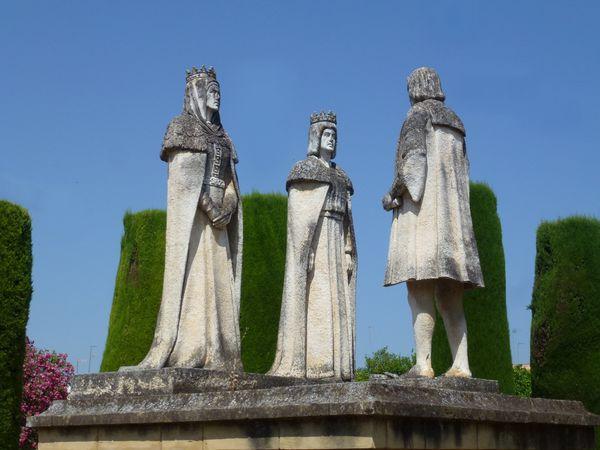 CORDOBA----Alcazar---statues-Isabel-Ferdinand-CColomb.JPG