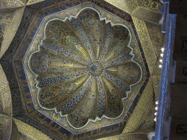 CORDOBA----Mezquita---voute.JPG