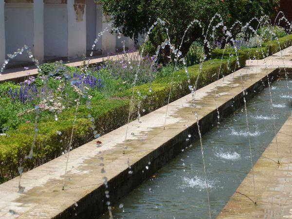 GRENADE---Alhambra---Generalife---Patio-de-la-Acequia--4-.JPG