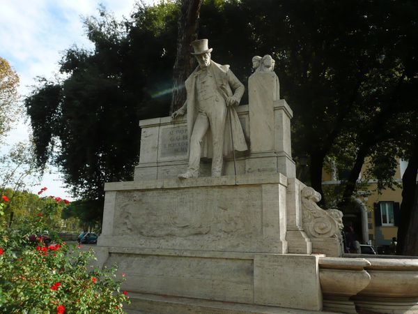 Transtevere---statue-de-GG-Belli.JPG
