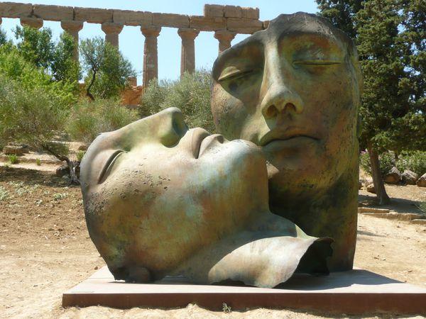 AGRIGENTE - statue couple temple deJunon