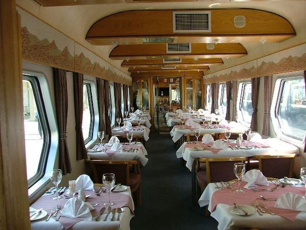 http://img.over-blog.com/600x450/0/58/62/29/Image-117/Desert-Express-Restaurant-du-train-Namibie-BlogOuvert.jpg