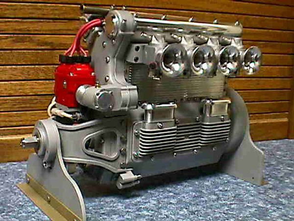 moteur-Offenhauser--4-cylindres.jpg
