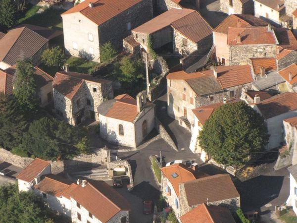Issoire-189---LAVELLE---Zoom-sur-Chapelle-et-lavoir---comp.jpg