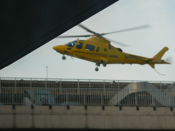 Helicoptere-hopital-Charles-Nicolle.JPG