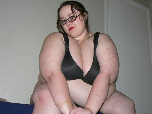 BBW strip tease 005