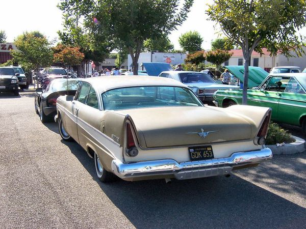 800px-1957 Plymouth Belvedere rear