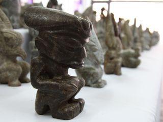 A-figurine-e.jpg