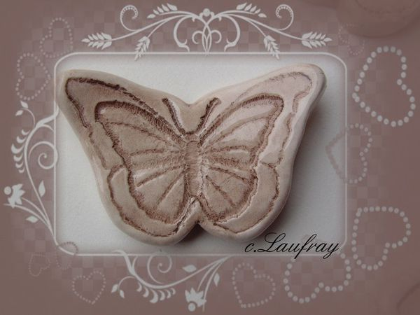 repose couteau papillon taupe