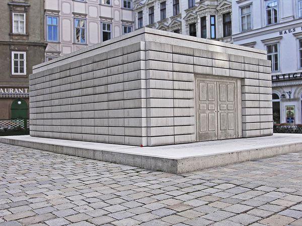 Monument-Holocauste--2000--Judenplatz---a-Vienne.jpg