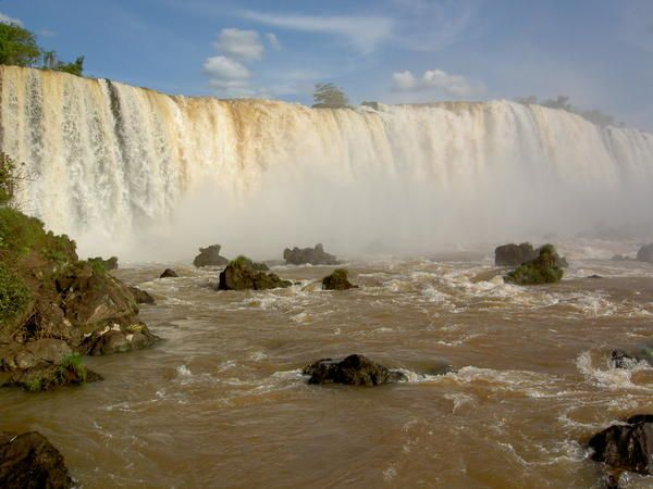 http://img.over-blog.com/600x450/1/35/79/37/BRESIL/Igua--u---Les-chutes---Jeudi-10-novembre-2005---JB-numK---5517.JPG