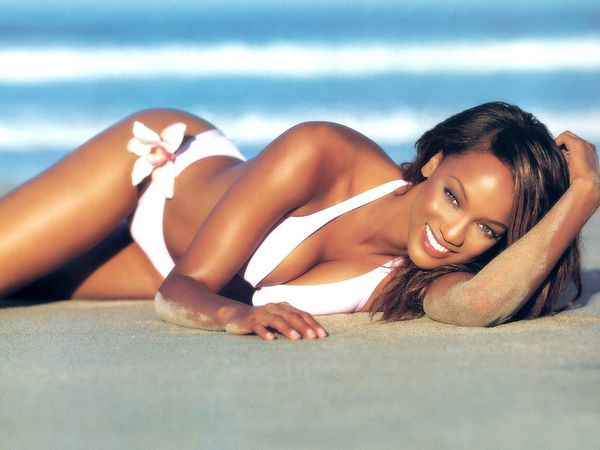 Tyra-Banks-in-hot-bikini-1.JPG