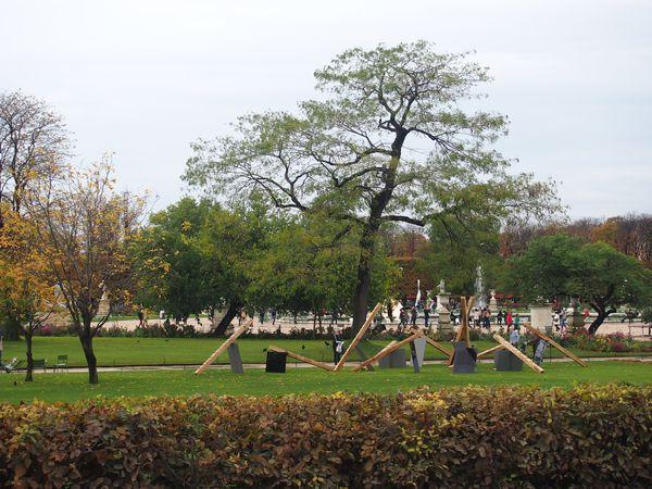 la-FIAC-aux-Tuileries-17-oct-2012.JPG