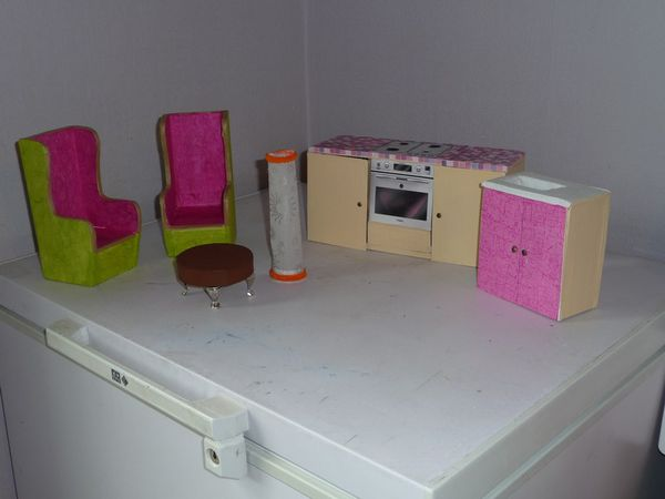 meubles en bois pour maison de barbie. Black Bedroom Furniture Sets. Home Design Ideas