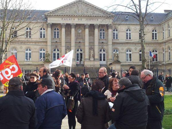 La-LDH-soutient-Xavier-Mathieu--Amiens-04-01-2012-.jpg