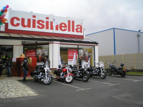 bapt mes motos chez cuisinella le 19 04 08 free spirit biker le blog de denis et mich le. Black Bedroom Furniture Sets. Home Design Ideas