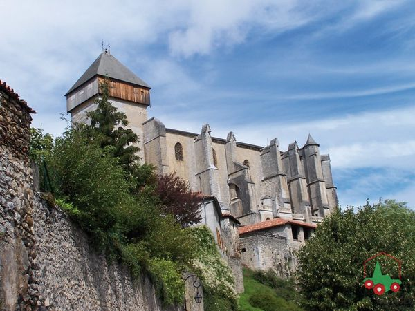 Saint-bertrand-de-comminges-Cathedrale-Vue-Haut.jpg