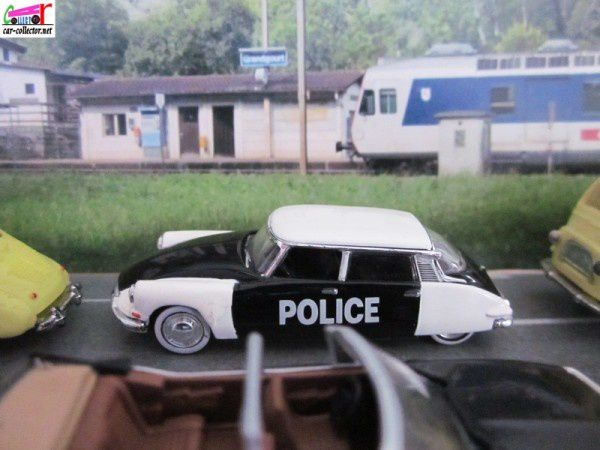 citroen-ds19-police-universal-hobbies-1.87 (2)
