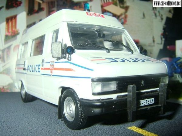 fourgon peugeot j5 police nationale crs norev (3) 640x480