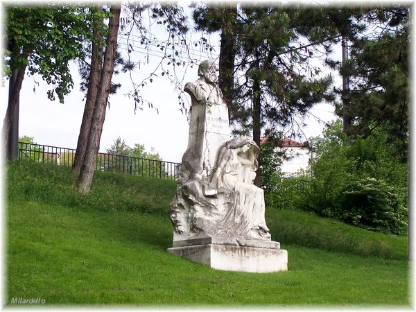 230-h-rm-pb-croix-rousse-place-bellevue-statue-sully-prud-h.jpg