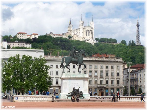 rm-pb-lyon-place-Bellecour--statue-louis-14.jpg