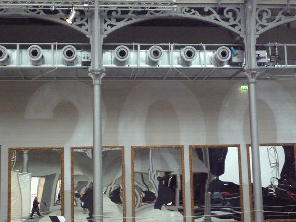 Halle Curial - Jeu de miroirs et structures métalliques