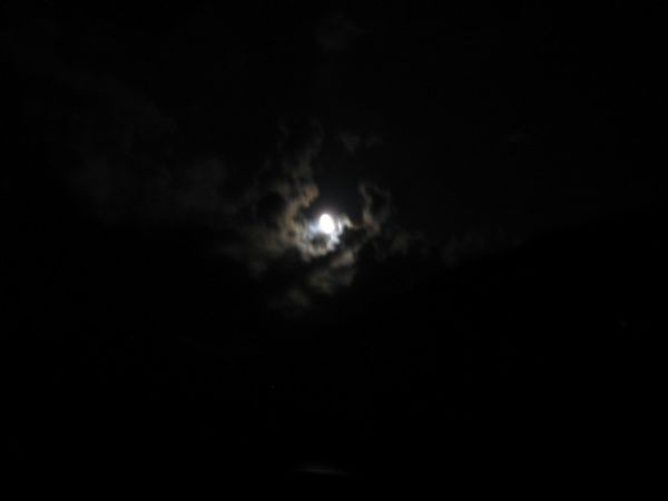 Lune-a-Puget-Theniers--Alpes-Maritimes---mars-2011--photo.JPG
