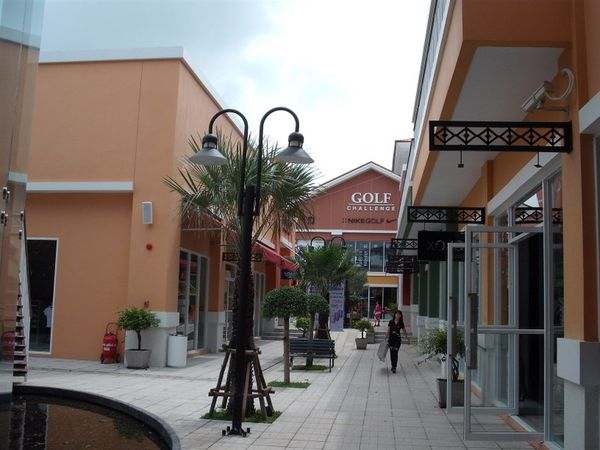 outlet (2)