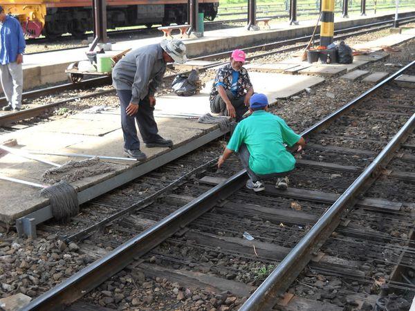 arrive train (2)