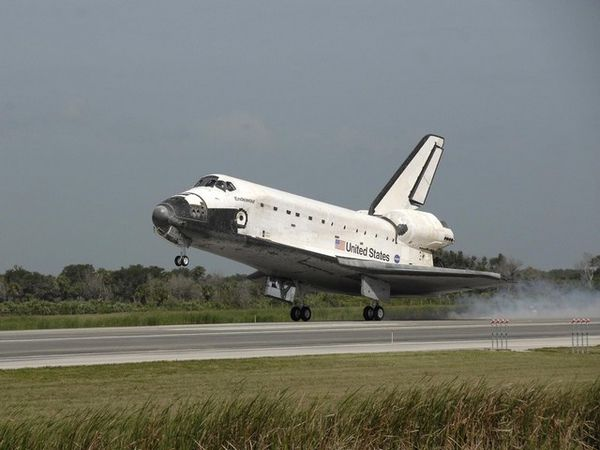 Endeavour-sts127-atterrissage-4.jpg