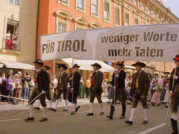 Tyrol-du-Sud-Pour-le-Tyrol---Moins-de-paroles-plus-d-acti.JPG