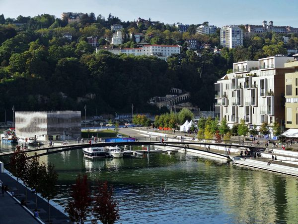 Lyon-passerelle-Confluences-copie-1.jpg
