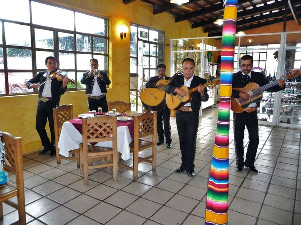 Teotihuacan resto mariachis (2)
