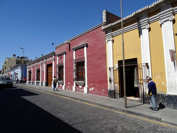 Arequipa-maisons-colorees.jpg