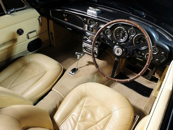 aston_martin_db6_volante_version_uk_1965_114.jpg
