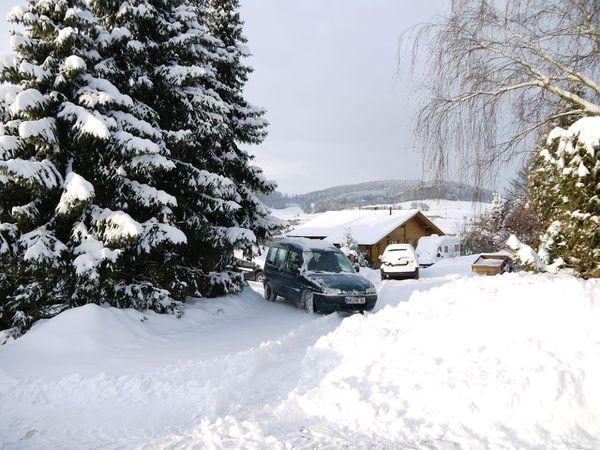 zugeschneit Tal und Dorf - 4
