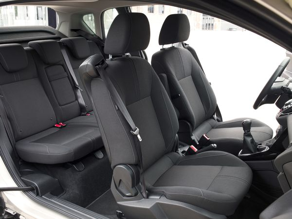 ford b max a tient la route. Black Bedroom Furniture Sets. Home Design Ideas