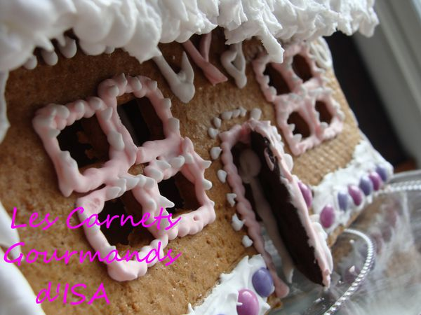 sweet-gingerbread-house.12.jpg