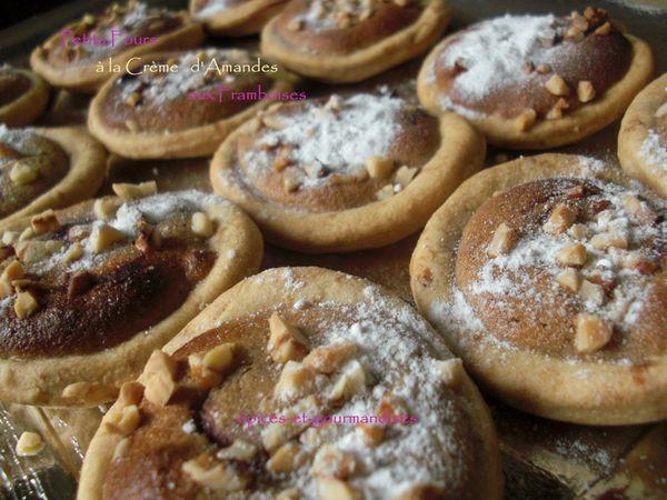 petits-fours-de-creme-d-amandes-aux-framboises-CIMG1097--2.jpg