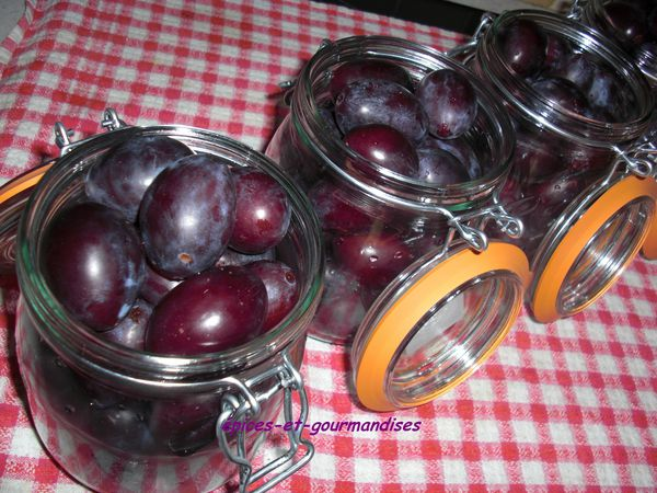Conserves de quetsches au sirop pices et for Prune en conserve