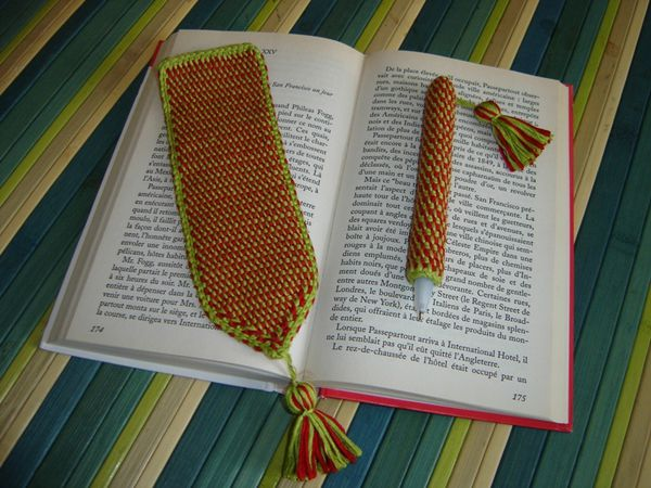 Marque-page et stylo au crochet tunisien par Anthony