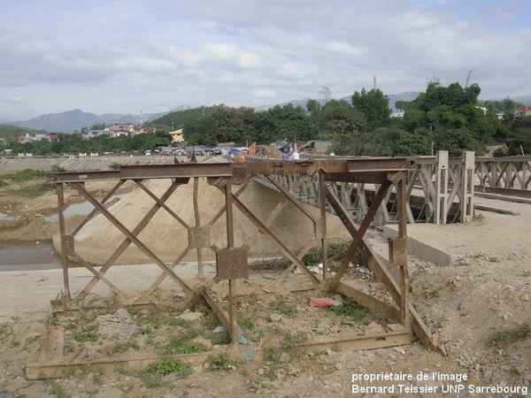 2012- le pont historique de type Bailey sur la rivière Nam